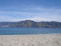 Lo Stretto visto dalla spiaggia più vicina alla Calabria  - Punta faro (4667 clic)