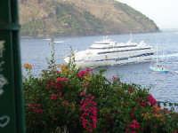 L'arrivo del traghetto a Porto Sottomonastero.  - Lipari (3632 clic)