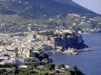 Il Castello e Marina Corta visti da loc. S. Giorgio.  - Lipari (3360 clic)