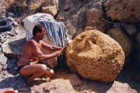Gerry mentre scolpisce il sole nell'agosto 2003  - San giorgio di sciacca (2103 clic)