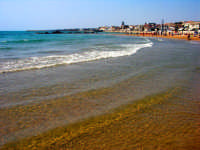 vista dalla spiaggia est lungomare vecchio  - Donnalucata (2694 clic)