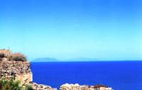 Il mare azzurro di Milazzo con le Eolie sullo sfondo  - Milazzo (5596 clic)