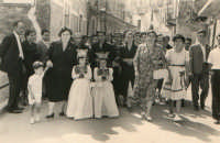 Festa Ranni1958 Le Bambine che impersonano S.Agata e Santa Caterina d'Alessandria vengono portate al Cereo delle Ragazze  - Alì (4723 clic)