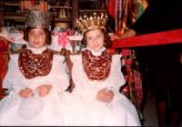 Festa Ranni1978 bambine che impersonarono S.Agata e Santa Caterina d'Alessandria  - Alì (3806 clic)