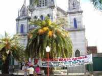 Chiesa di ?Nuestra Señora de los Remedios? del quartiere Remedios de Escalada, città di Lanús dove viene festeggiata S.Agata in Argentina  - Alì (7305 clic)
