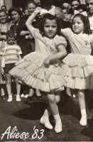Festa Ranni 1958 le bimbe interpreti di S.Agata e S.Caterina ballano in Piazza Duomo  - Alì (3549 clic)