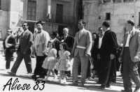 Festa Ranni 1958 le bimbe interpreti di S.Agata e S.Caterina nel primo giorno di festa vengono accompagnate in Chiesa dalle autorità civili e religiose  - Alì (4008 clic)