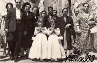 Festa Ranni 1958 le bimbe interpreti di S.Agata e S.Caterina nel terzo giorno di festa vengono accompagnate in Chiesa dai Ciliari delle Ragazze  - Alì (12049 clic)