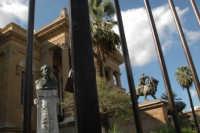 Palermo, piazza Versi. Il teatro MAssimo  - Palermo (1634 clic)