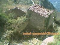 un vecchio rifugio tra le montagne  - Alcara li fusi (5811 clic)