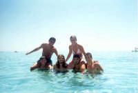 ragazzi al mare  - San vito lo capo (32472 clic)