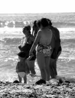 Famiglia di bagnanti  - Isola delle femmine (2605 clic)