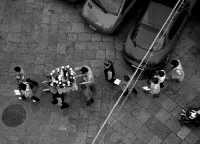 Piccola processione di quartiere nel centrro storico.  - Palermo (1974 clic)