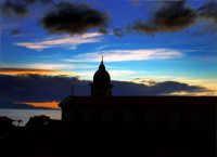 Alba e silhouette della chiesa del paese  - Santa teresa di riva (6919 clic)