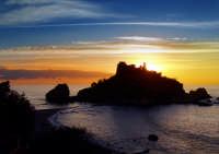 Alba e silhouette  all'Isolabella  - Taormina (10870 clic)