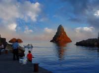 Pesca dal molo  - Aci trezza (11465 clic)