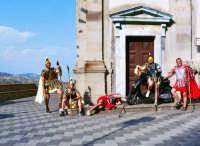 Rapprasenazione  scenica durante la festa di S.Lucia  - Savoca (6864 clic)