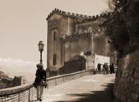 A passeggio per le vie del bellissimo paese  - Savoca (3981 clic)