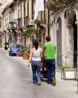 Passegiando per le strade di Ortigia  - Siracusa (1286 clic)