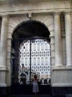 Via Zurria.Portone d'ingresso dell'edificio del vecchio macello,dopo la ristrutturazione.  - Catania (2541 clic)