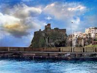 Il castello visto dal porticciolo  - Aci castello (4065 clic)