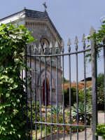 Piccola chiesa in città.  - Catania (3910 clic)