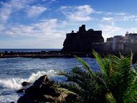Vista dal lungomare  - Aci castello (2273 clic)