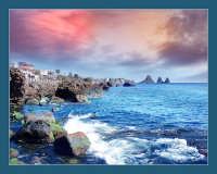 I faraglioni di Acitrezza visti da Acicastello  - Aci trezza (7692 clic)
