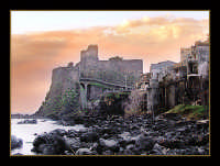 Il castello e il mare  - Aci castello (9002 clic)