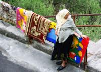 Veenditrice di tappeti  - Savoca (3534 clic)