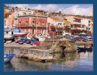 Vista della famosa cittadina marinara  - Aci trezza (2426 clic)