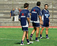 Catania calcio.Di spalle Mascara e Spinesi con De Zerbi di fronte,durante l'amichevole giocata con la Virtus  - Nicolosi (3216 clic)