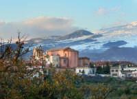 La chiesa madre e l'etna innevata  - Tremestieri etneo (6200 clic)