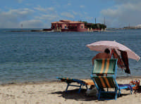 Vista della spiaggia e dell'isolotto Brancati  - Marzamemi (7592 clic)