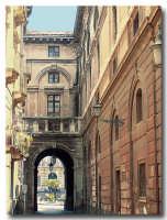Strada laterale del teatro Massimo   - Catania (2356 clic)
