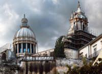 La cupola,e la facciata della cattredrale in ristrutturazione.. RAGUSA Orazio Minnella