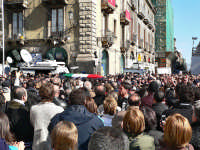 Piazza Duomo.5 Febbraio,funerali di Filippo Raciti  - Catania (2499 clic)