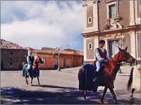 Festa del patrono 12 Aprile,durante lo svolgimento della giostra dei cavalieri.  - San gregorio di catania (4680 clic)
