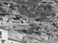quartiere San Bartolomeo, grotte di Chiafura  - Scicli (3305 clic)