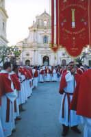 Processione del Venerdi Santo uscita dalla chiesa dell ' Annunziata  - Ispica (2131 clic)