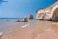 Spiaggetta resa famosa dallo spot pubblicitario della TIM : quello in cui la ragazza rimaneva nuda , perchè il cane le rubava il costume  - Ispica (18130 clic)