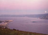 Stretto di Messina . tramonto con luna piena  - Torre faro (9775 clic)