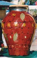 prodotti tipici siciliani , pomodori sott'olio , per i non addetti ai lavori (Ottobrata)  - Zafferana etnea (9814 clic)