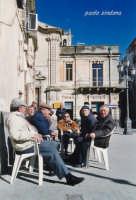 amici in piazza  - Militello in val di catania (2712 clic)