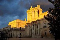 ORTIGIA : PIAZZA DUOMO CATTEDRALE DI S LUCIA  - Siracusa (2854 clic)