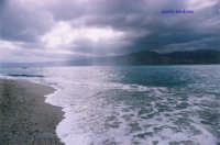 ... dentro più dentro , dove il mare è mare   - Torre faro (7118 clic)