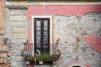 finestra presso la chiesa di san Paolo   - Itala (7918 clic)