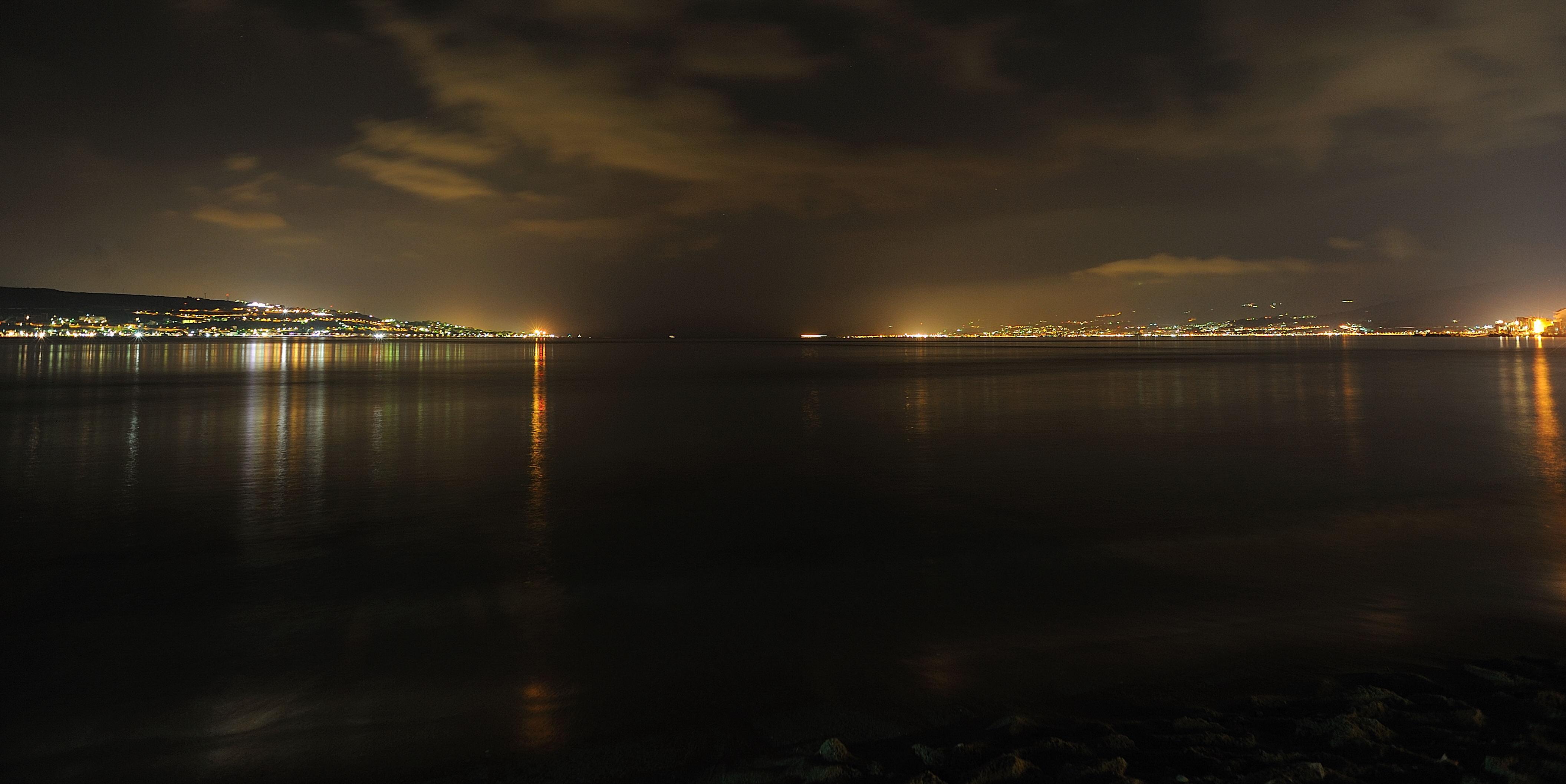 notte sull'acqua - TORRE FARO - inserita il