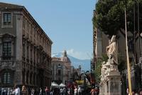 via etnea con scorcio dell'etna 1 maggio a catania      - Catania (4707 clic)