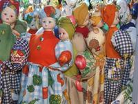Bambole porta buste Oggetto utile in cucina e ottimo come arredo, il vestito della bambola si usa come contenitore per le buste della spesa  - Catania (3525 clic)